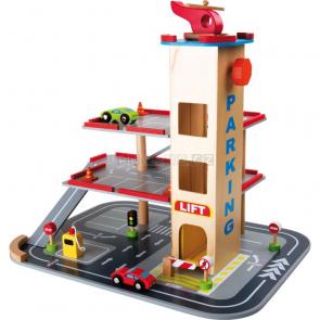 Dřevěný parkovací dům s heliportem